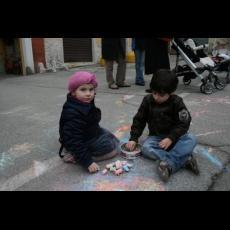 Bambini che giocano in Piazza